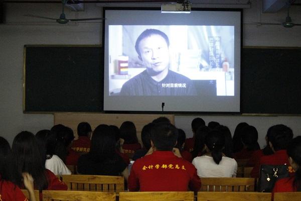 """""""两学一做""""通过观看反腐倡廉等视频的形式学习.jpg"""